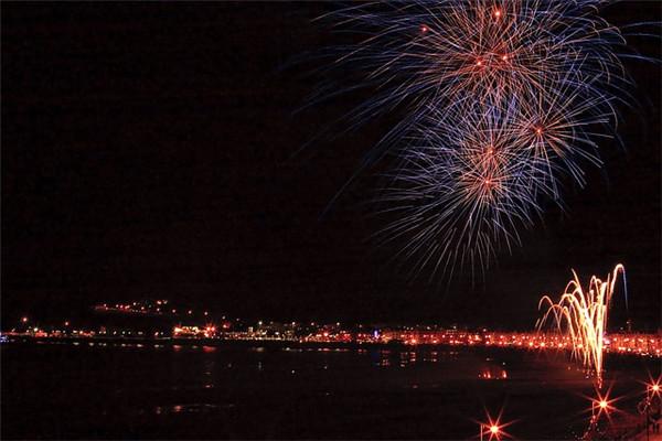 fireworks-1276340_640.jpg