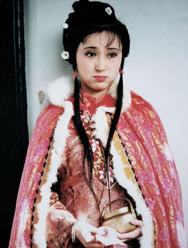 郭霄珍唱的黄梅戏_郭霄珍父母残缺因拍挂历被看中 23岁一夜成名被中戏两次拒绝