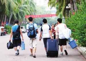2018年淮南师范学院大一新生开学报到时间和新生入学手册指南